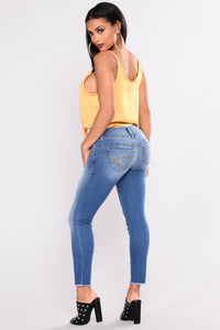 She Got A Donk Booty Lifting Jeans - Medium Blue Wash