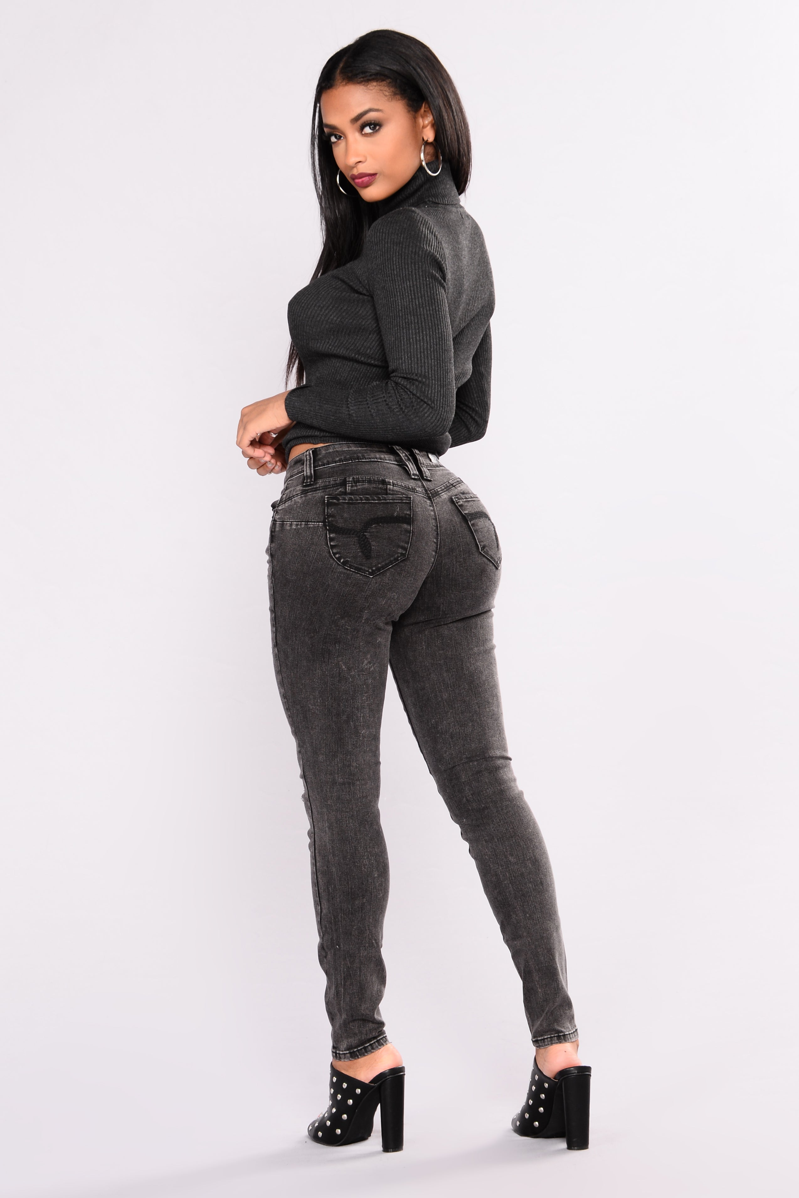 Round Of Applause Booty Lifting Jeans - Black-9582