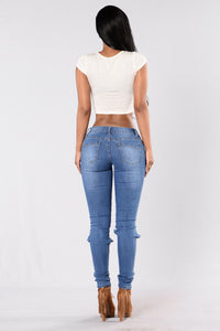 Feel The Breeze Jeans - Medium Wash