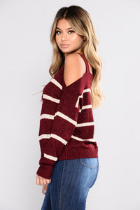Talk To The Cold Shoulder Sweater - Burgundy