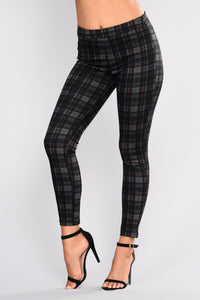 Forget Me Not Plaid Leggings - Black Plaid