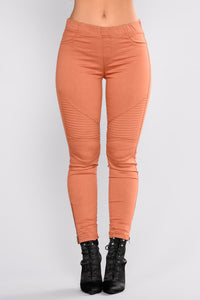 Classic Motto Twill Pants - Rust