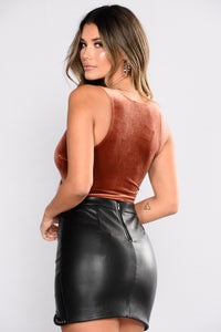 Treat Me Better Velvet Bodysuit - Rust