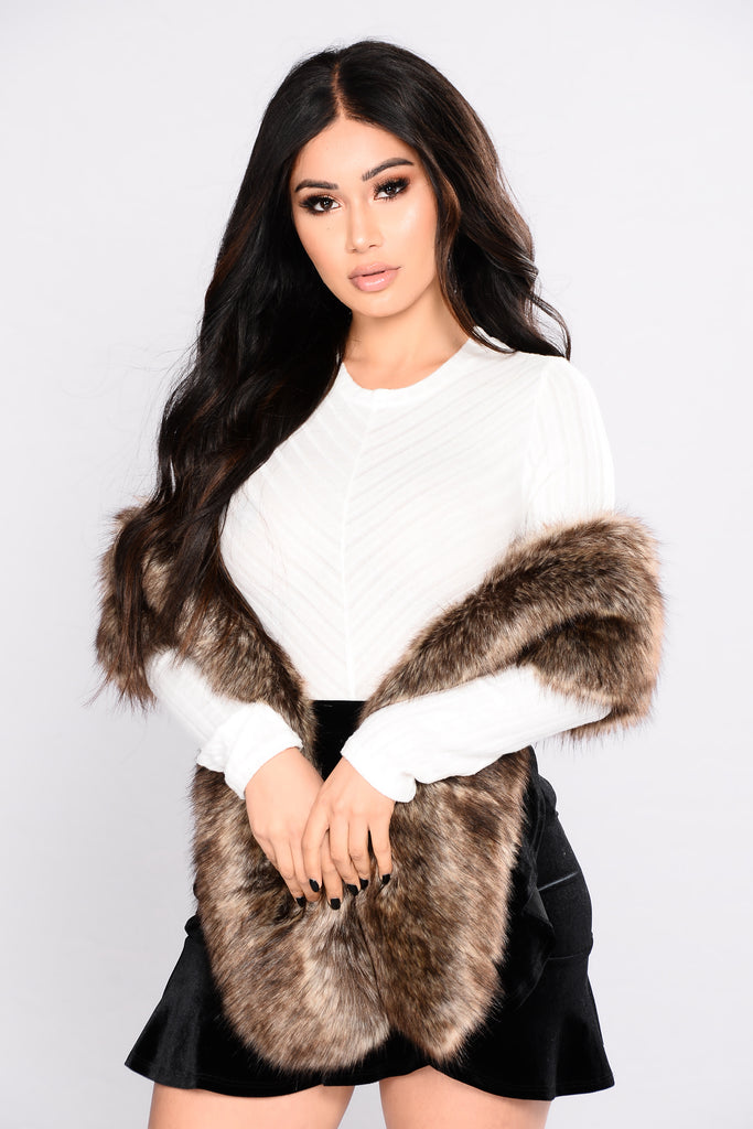 Classy faux fur shawl brown - Polsterstoffe fur stuhle ...
