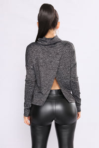 Yendi Turtle Neck Sweater - Black