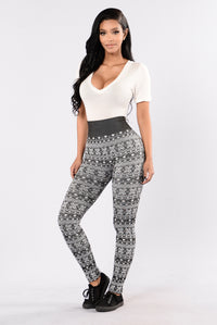 On Holiday Fleece Leggings - Black/White Angle 2