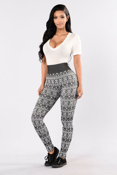 On Holiday Fleece Leggings - Black/White