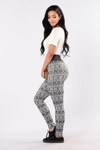 On Holiday Fleece Leggings - Black/White Angle 6