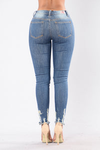 Weak At The Knees Jeans - Medium Wash Angle 3