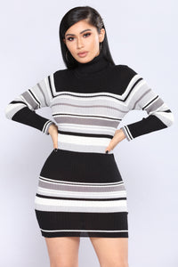 Everyone Get In Line Dress - Black/White
