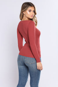 The Perfect Sweater Top - Marsala