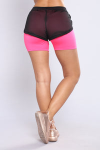 The Run Around Active Shorts - Black/Fuchsia