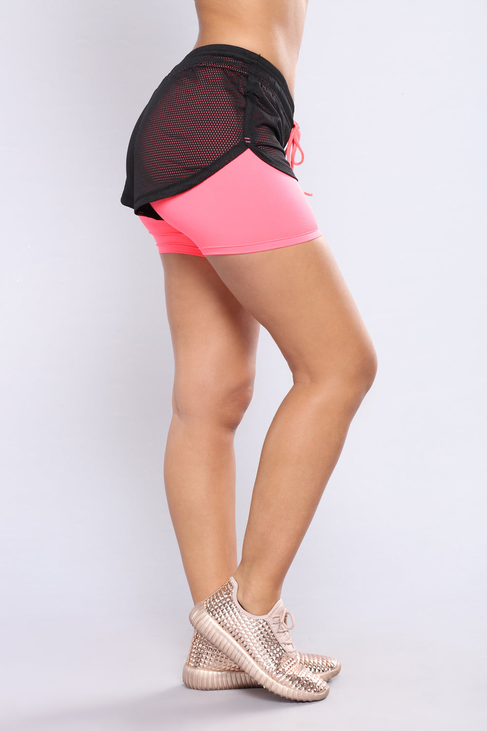 The Run Around Active Shorts - Black/Coral