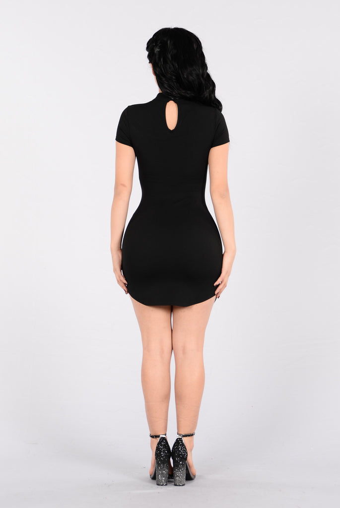 Strike A Pose Dress - Black