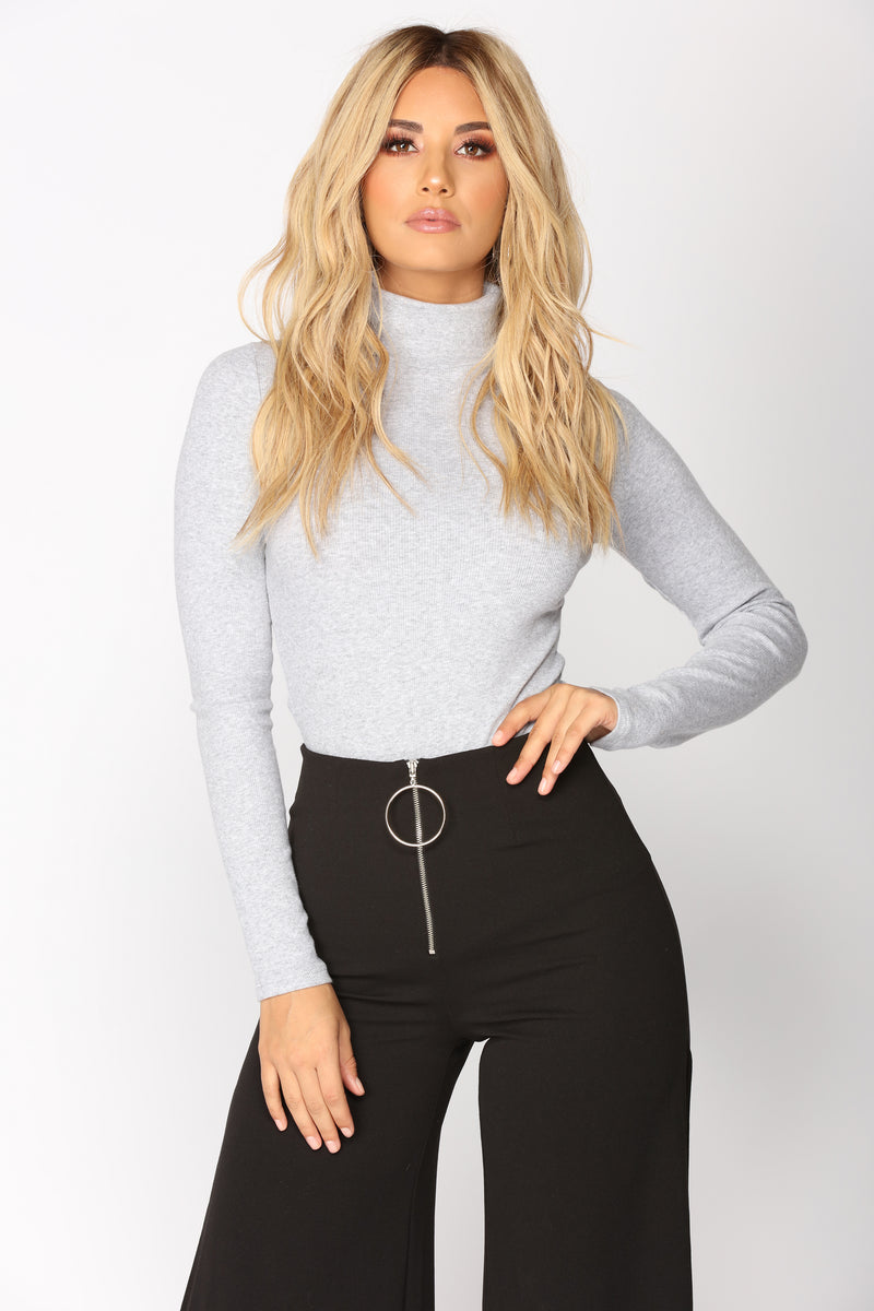 What Color Pants With Black Shirt Female