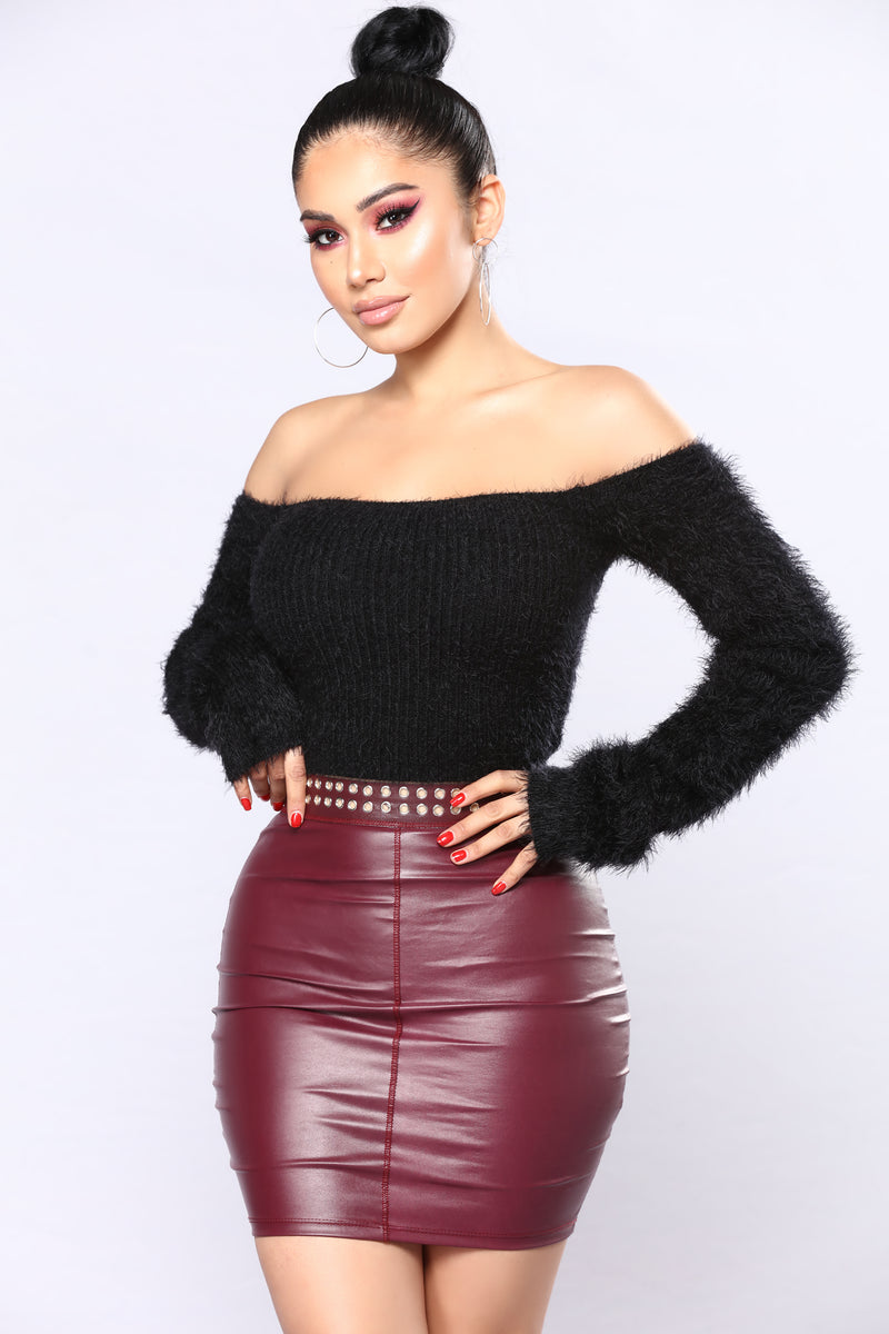 Natacha Off The Shoulder Fuzzy Sweater - Black
