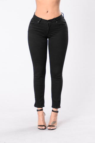 Undress My Mind Pants - Black