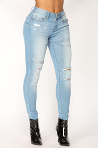 Too Used To It Booty Lifting Jeans - Light Blue Wash