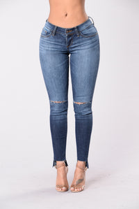 Fake A Smile Jeans - Dark Wash