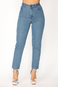 What's Poppin' Boyfriend Jeans - Medium Blue Wash
