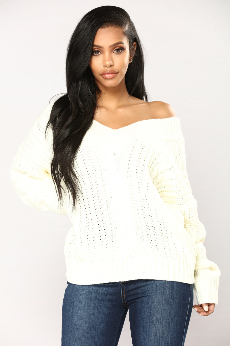 Old Fashion Cable Knit Sweater - Ivory