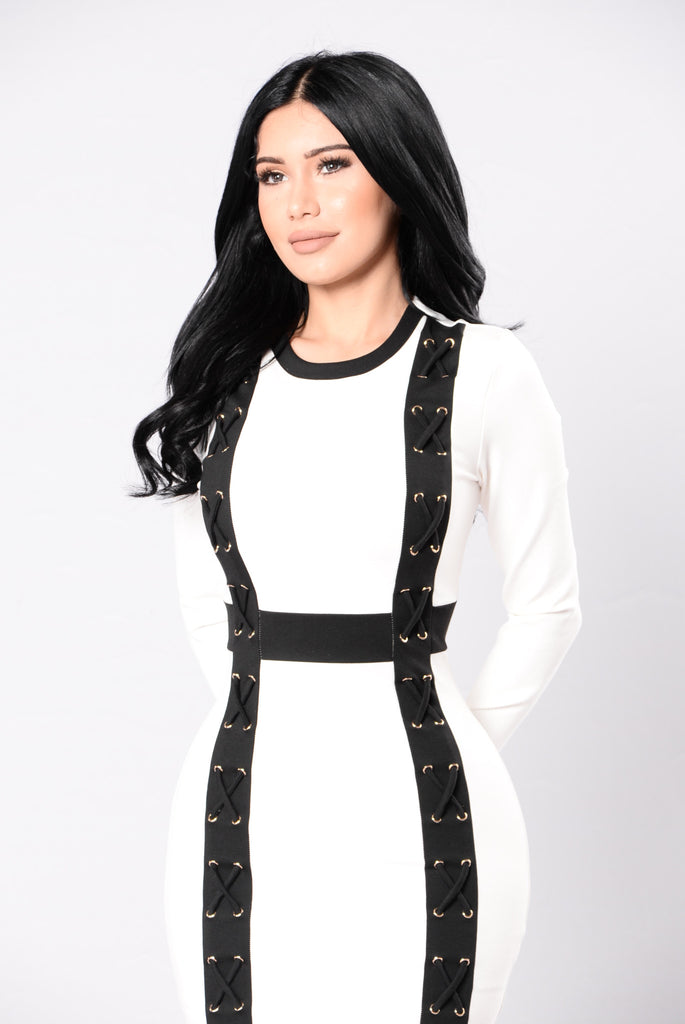 Bottle You Up Dress - White/Black