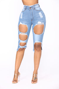 Can't Help It Bermuda Shorts - Light Blue Wash