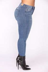 Tell No Secrets Jeans - Medium Blue