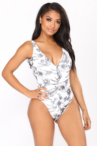 Ruched Up Swimsuit - Black/White