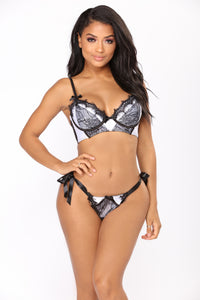 Strongest Virtue Bra And Panty Set - Black/White