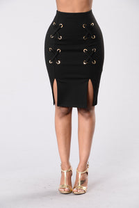 Leg's Crossed Skirt - Black
