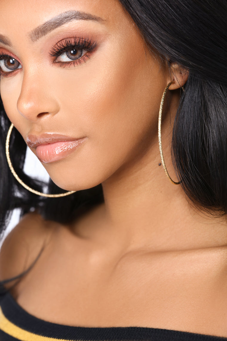 In The Fame Hoop Earrings - Gold