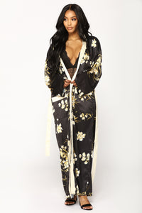 Beauty Marked Robe - Black Angle 4
