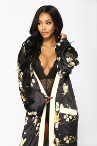 Beauty Marked Robe - Black Angle 2