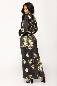 Beauty Marked Robe - Black Angle 5