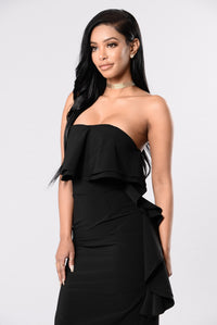 Still Falling For You Dress - Black