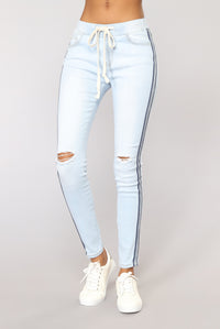 5Th Mile Denim Joggers - Light Blue Wash
