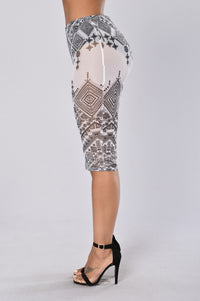 Round My Way Skirt - Black/White Angle 4