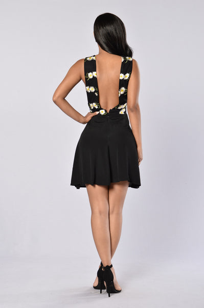 Pick This Daisy Dress - Black