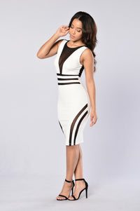 See To Believe Dress - Ivory/Black Angle 3