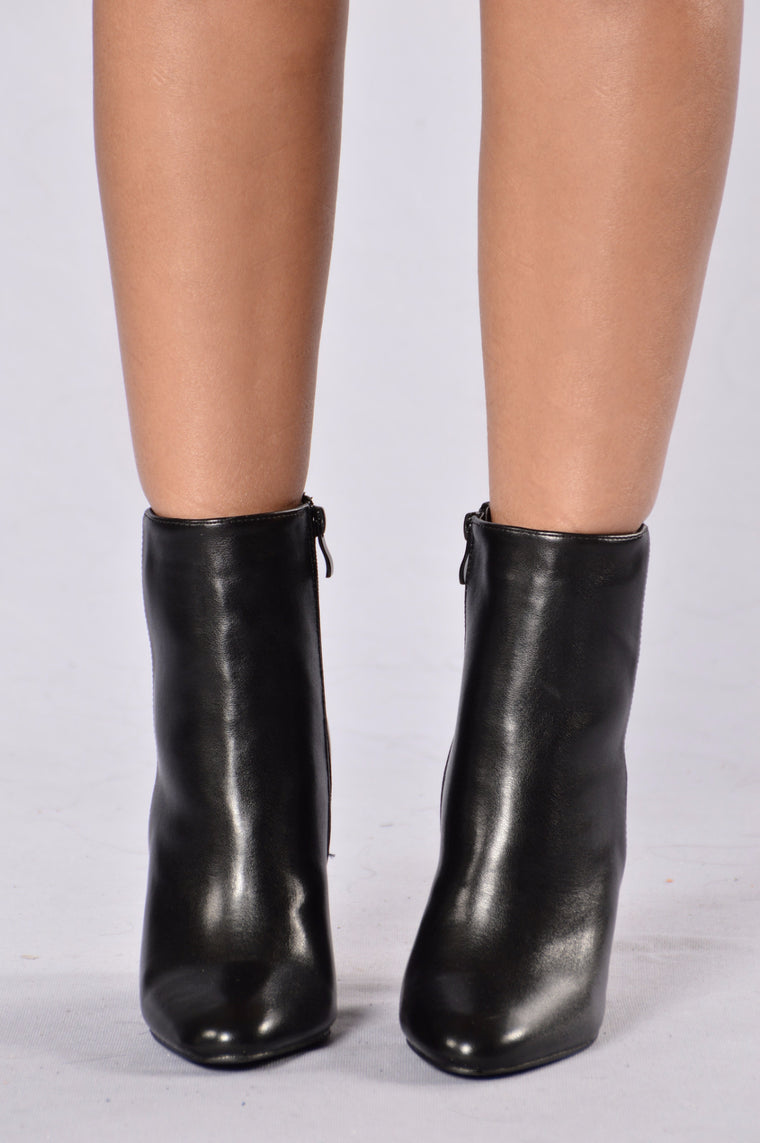 Break Out Of The Shell Bootie - Black