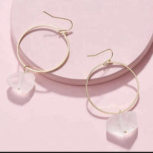 Load image into Gallery viewer, Quartz Stone Earrings