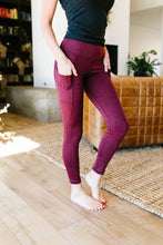 Load image into Gallery viewer, Tadasana Two-Tone Leggings In Burgundy