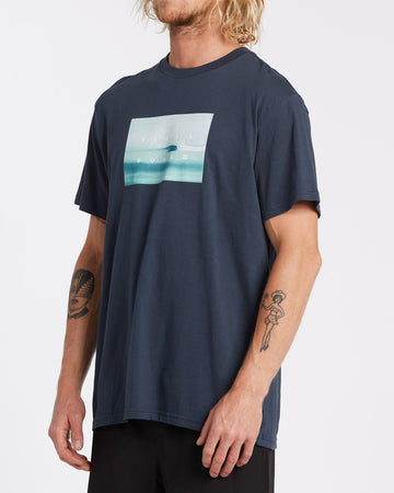 BILLABONG SCENIC TEE 9508023-NVY T-SHIRT SHORT SLEEVE (M)