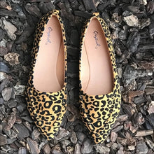 Load image into Gallery viewer, Pointed Stitch Leopard Loafer
