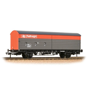 BACHMANN 38-128 BR VBA VAN BR RAILFREIGHT RED AND GREY