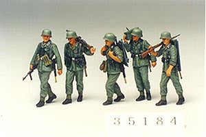 TAMIYA 35184 GERMAN MACHINE GUN CREW ON MANEUVER  1/35 SCALE