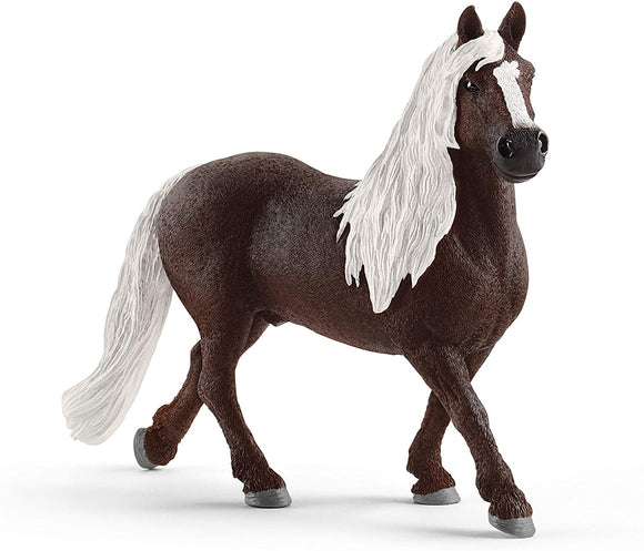 SCHLEICH  13897 FARM LIFE BLACK FOREST STALLION