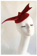 Load image into Gallery viewer, Batwing Red Felt Fascinator