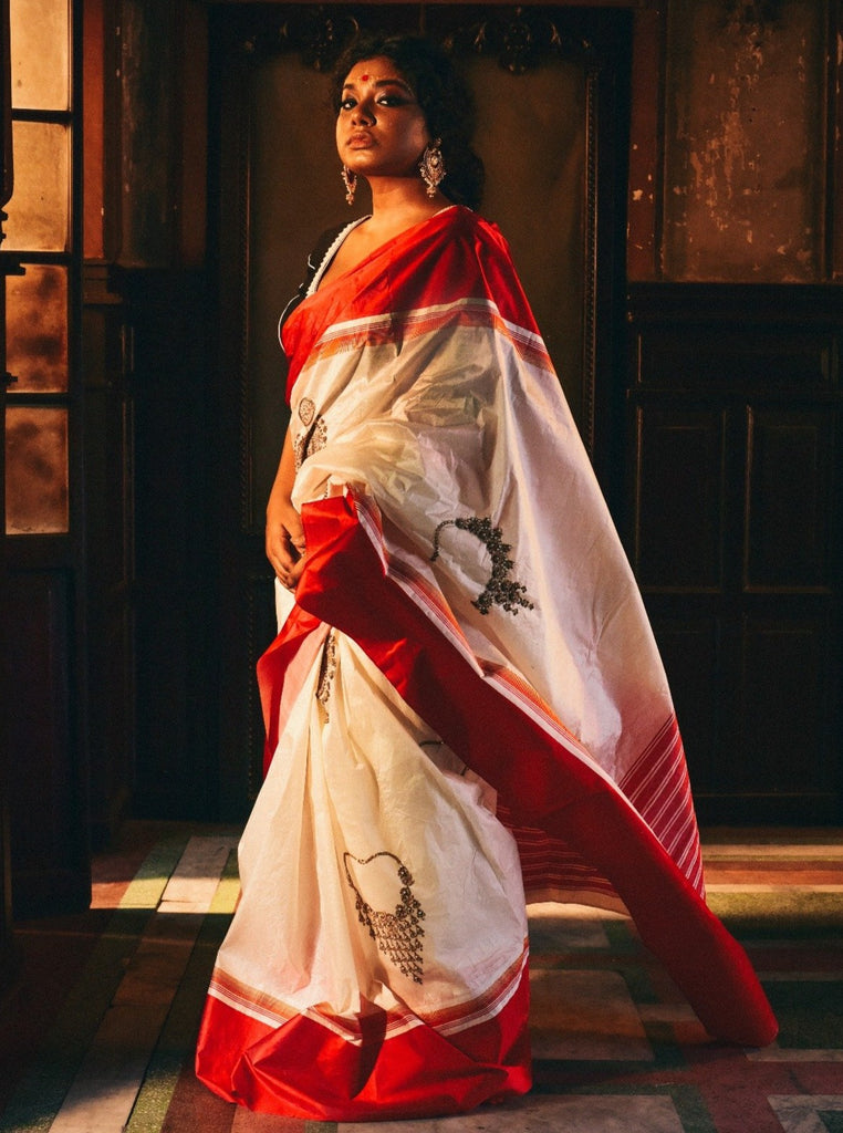 Broad Red Border Gawrod Silk With Bengal Jewelry